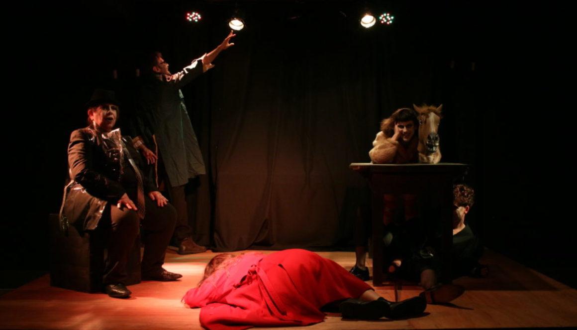 Fernando  Barrios. Performance: Efímeras o memorias de la gran fabuladora. Café Ducón, 2018 Montevideo.